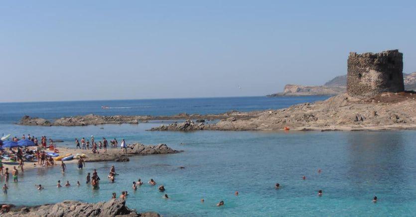 In Sardegna ora piovono disdette. L'appello: «Regione sicura, i casi sono importati» thumbnail