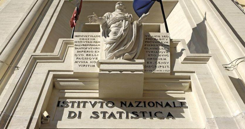 Istat, il Pil dell'Italia cala del 12,8% nel secondo trimestre. Gualtieri: forte rimbalzo nel terzo trimestre thumbnail