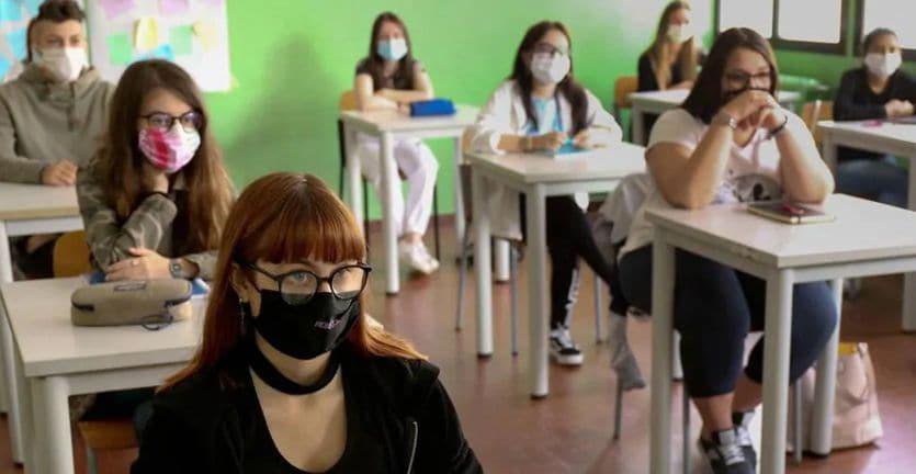 Scuola, Miozzo (Cts): in classe niente mascherina se c'è distanza - Il Sole  24 ORE