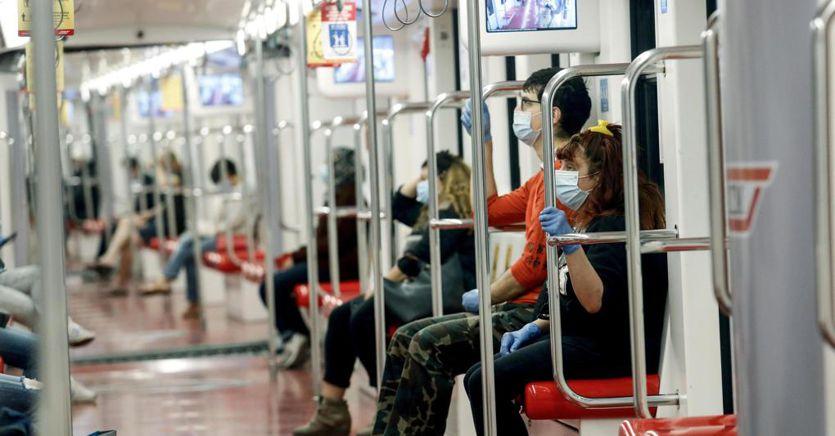 Dall'obbligo di mascherina a bus e metro pieni all'80%, ecco le regole per l'autunno thumbnail