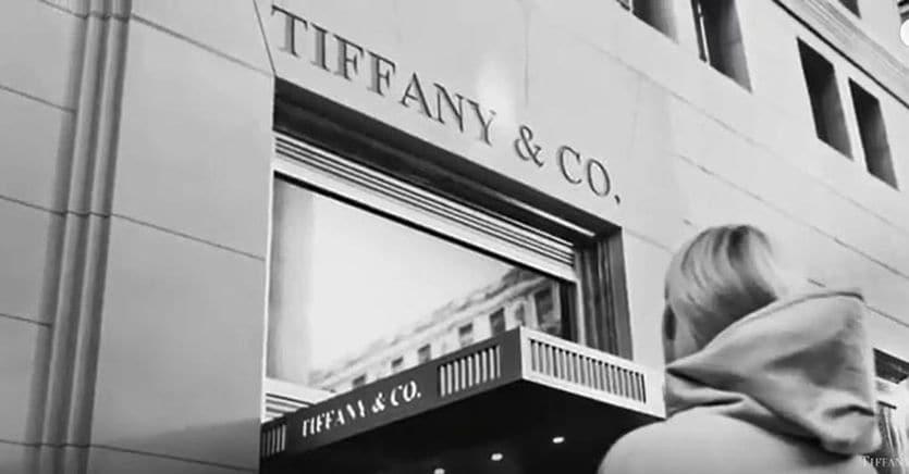 Lvmh-Tiffany, è battaglia legale. Il gruppo francese risponde alla causa del polo della gioielleria thumbnail
