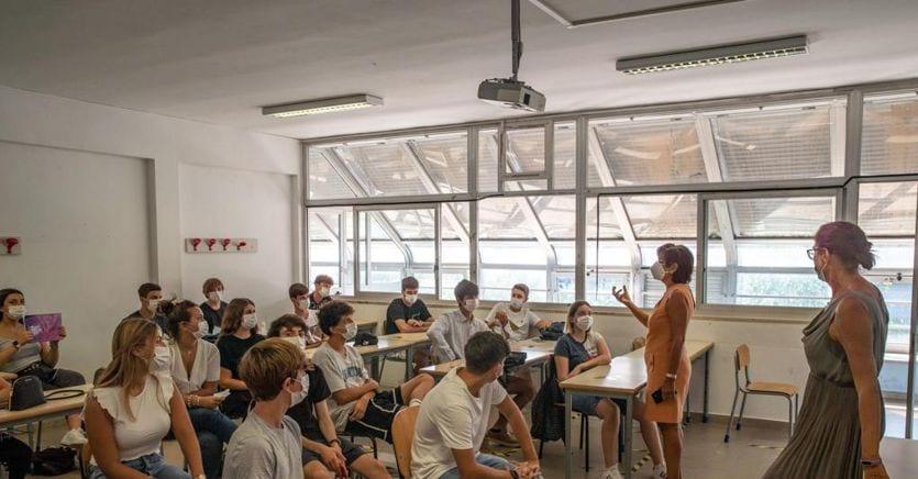Il Covid entra in classe, sono più di 400 le scuole già colpite e 75 sono state chiuse thumbnail