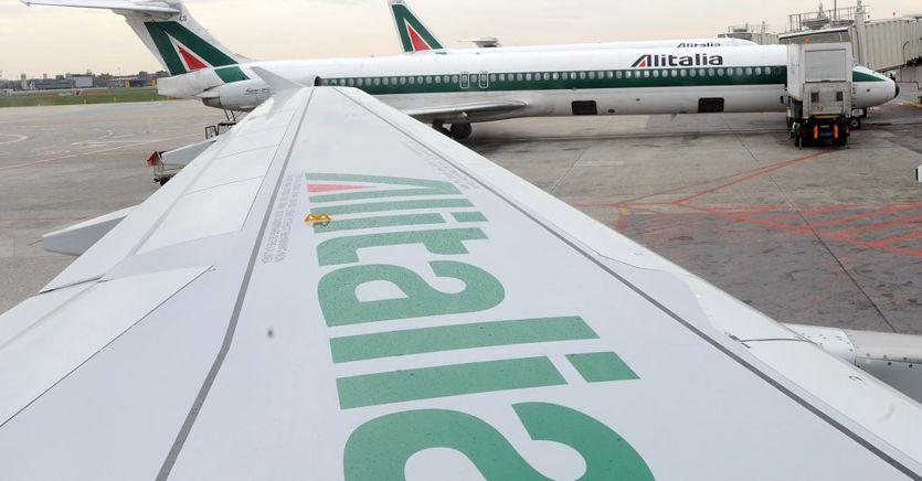 Alitalia, i voli a lungo raggio non ripartono. Niente Buenos Aires e Tokyo, resta solo Roma-New York thumbnail