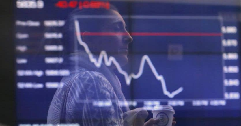 Fed e Boj deludono i mercati, a Milano tonfo Tim. Si rafforza il dollaro thumbnail