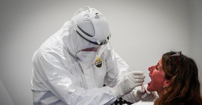 Il mezzo flop dei test salivari, quelli rapidi scoprono il virus nel 10% dei casi thumbnail