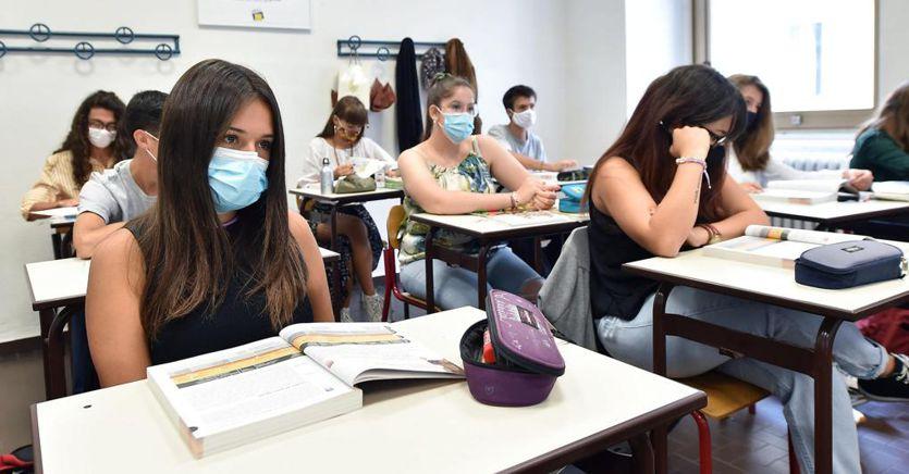 Positivi a scuola, dagli asili ai licei già molti alunni e docenti in quarantena ma poche scuole chiuse thumbnail