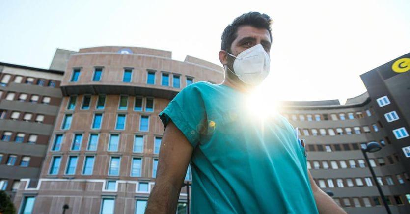 Coronavirus, ultime notizie. In Italia +1.733 nuovi casi e 11 decessi. Nuovo record di tamponi, balzo dei ricoveri (+102) thumbnail