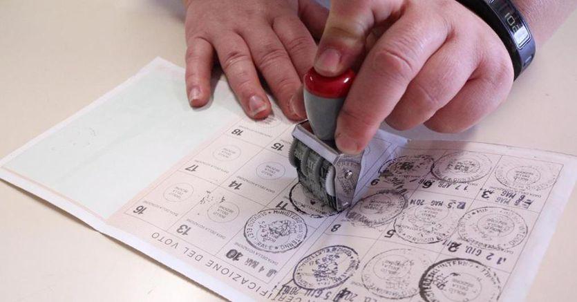 Mascherina, gel e distanziamento: le regole per votare in sicurezza thumbnail