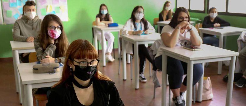Ritorno in classe in 5 regioni, ma c'è lo sciopero dei sindacati di base thumbnail