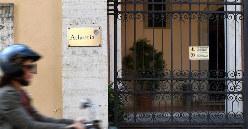 Atlantia debole in Borsa, torna a salire la tensione col Governo su Aspi thumbnail