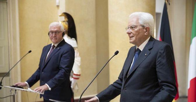 Da sinistra a destra, il presidente della Repubblica federale tedesca Steinmeier e il Capo dello Stato Sergio Mattarella (foto Epa)