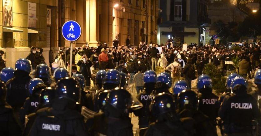 Torino, Milano, Napoli: monta la tensione contro il Dpcm