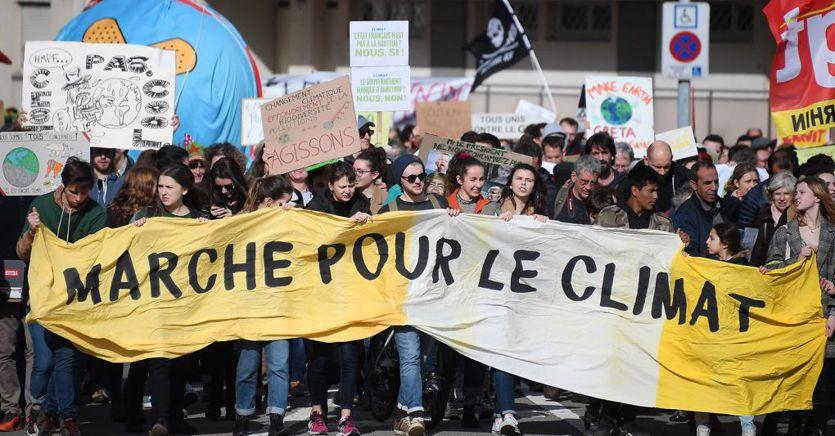 """Climate change, i crediti di carbonio per le aziende che puntano a """"emissioni zero"""""""