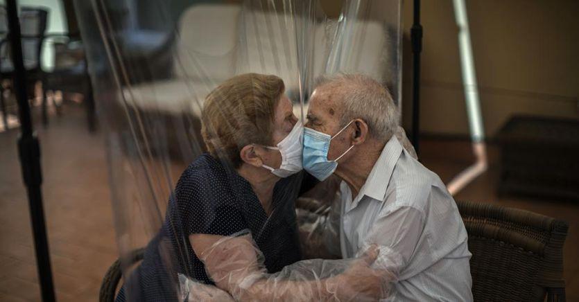Image Coronavirus ultime notizie. Nel mondo oltre 3 milioni di morti, superati i 140 milioni di casi