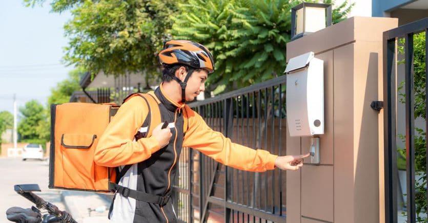 I rider si mettono in proprio: nasce Robin Food, la prima cooperativa di delivery