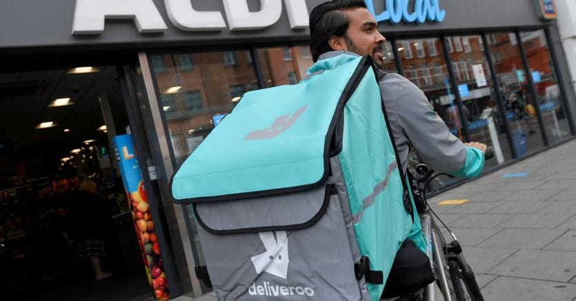 Amazon, sinks into London: after hi.tech shopping, gives Deliveroo to customers