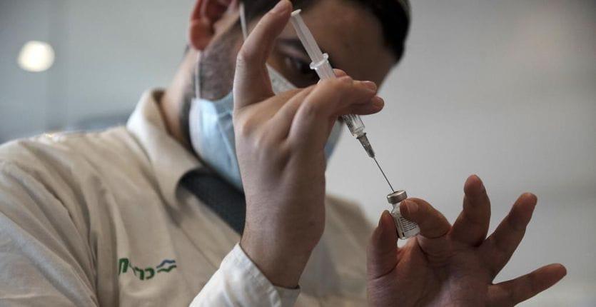 Coronavirus oggi. Vaccini: da Cts via libera a terza dose per over 80 e Rsa