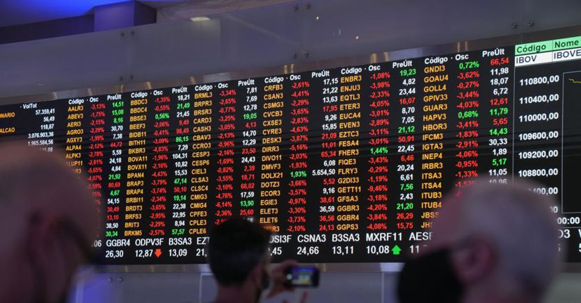 Inizio settimana debole per le Borse europee. A Milano giù Unicredit dopo stop a Mps