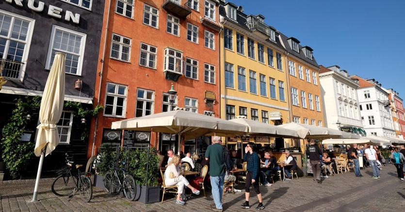 Le vie del centro di Copenhagen solo percorribili solo a piedi o in bici. Iprezzi in città crescono del 12% annuo