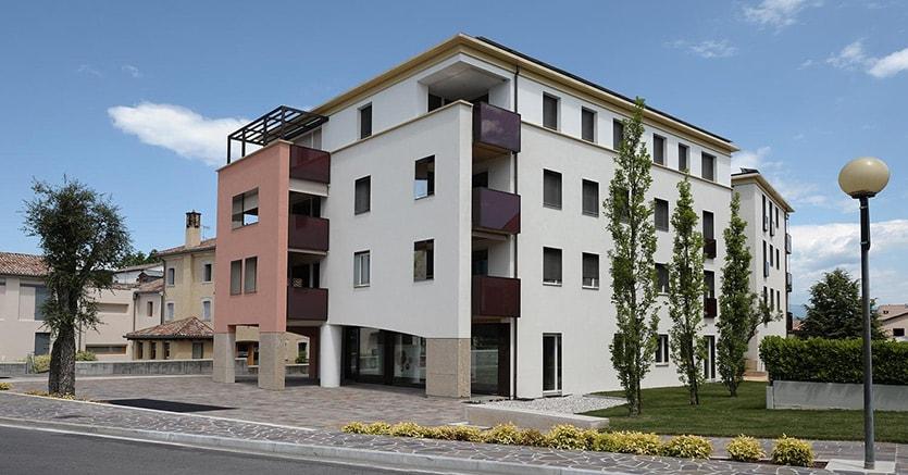 Passivhaus Case Sabin a Pieve di Soligo (Tv) è stato nel 2008 uno dei primi esempi in Italia di edificio Passivhaus di medie dimensioni (circa 7.500 metri cubi), ad utilizzo misto residenziale, commerciale e direzionale. Composto da un totale di 16 unità, ha una struttura in calcestruzzo armato con cappotto esterno e controparete. Progetto architettonico: Stefano Zara
