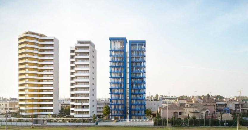 Un rendering della Cross Lam Tower di Jesolo (in blu), 14 piani, completamente in legno