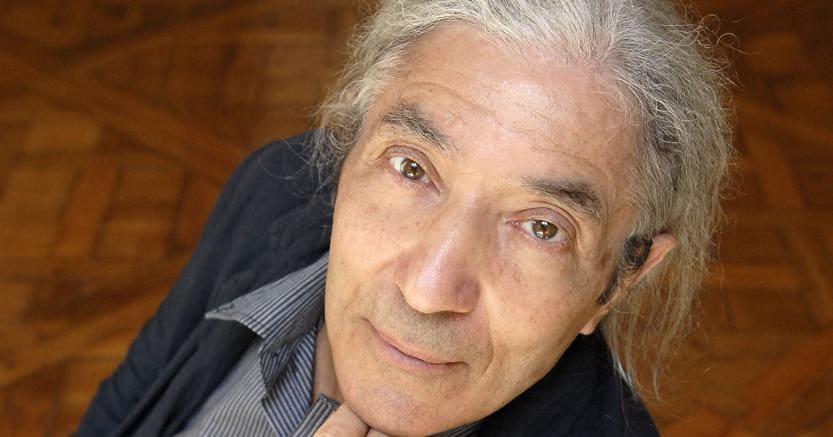 Impegnato.Boualem Sansal è nato nel 1949 in Algeria e vive a Boumerdès, nei pressi di Algeri. Alto funzionario del ministero dell'Industria algerino fino al 2003 (incarico da cui fu allontanato per i suoi scritti e le sue prese di posizione politica), ha ottenuto prestigiosi riconoscimenti