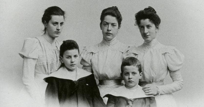 I fratelli Wittgenstein, da sinistra in alto: Hermine, Helene, Margarethe; davanti  Paul e Ludwig