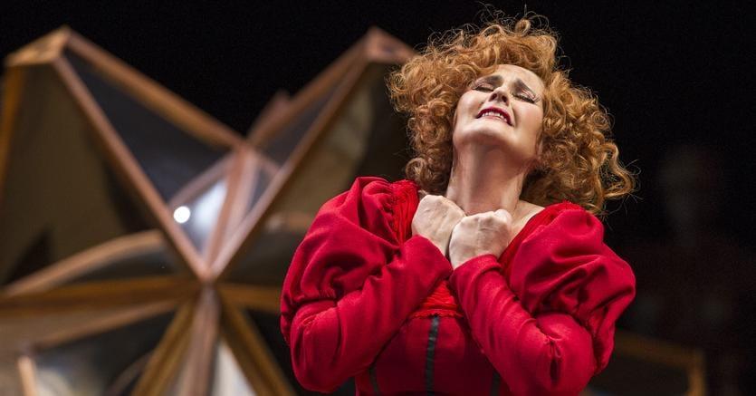 Una scena dell'opera «Beatrix Cenci» musicata da l maestro argentino Alberto Ginastera (1916-1983)  allestita al Teatro Cólon di  Buenos Aires nel  2016