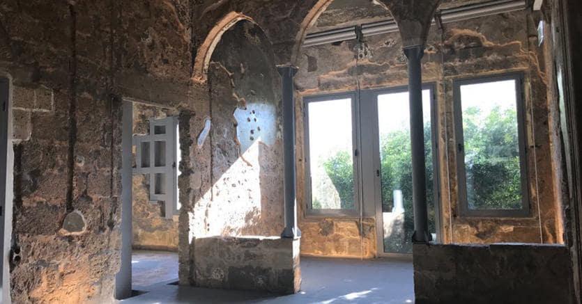 «Beit Beirut». «La casa di Beirut» -  il Museo della Memoria della città -  crivellata dai proiettili e scavata dagli ordigni della guerra iniziata nel '75 tra cristiani e musulmani, ai tempi del restauro