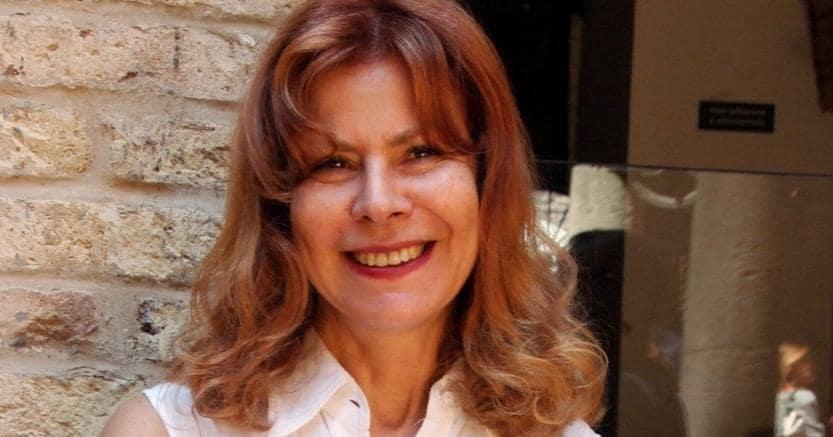 Antonella Anedda è nata a Roma nel 1955 da una famiglia sardo-corsa