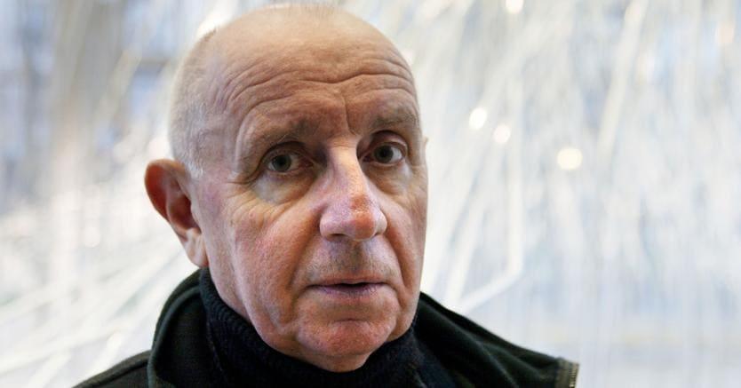 Paul Virilio in una foto del 2002, all'epoca in cui era docente nella Scuola di Architettura di Parigi.AFP PHOTO / Daniel janin