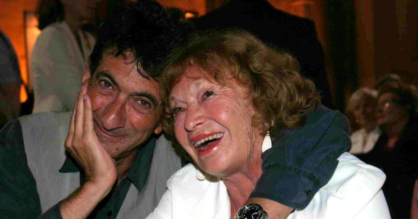 Inge Feltrinelli con lo scrittore Maurizio Maggiani - Ansa