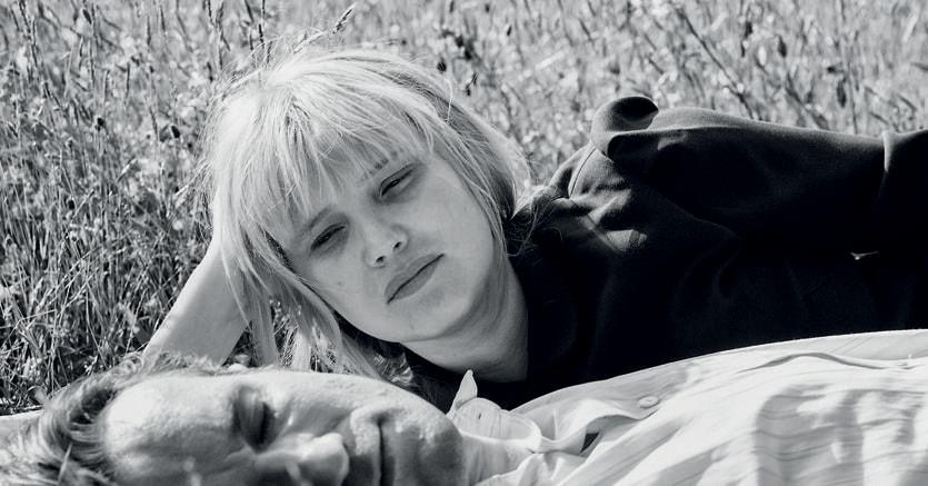 «Cold War». Zula (Joanna Kulig) e Wiktor (Tomasz Kot)nell'ultimo film di Paweł Pawlikowski. Sotto, il regista nel 2015 con la statuetta dell'Oscar