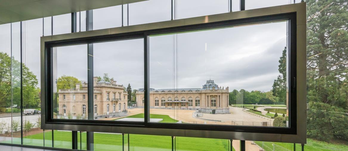 Il palazzo. Sullo sfondo, l'edificio di Charles Girault, visto dal nuovo padiglione
