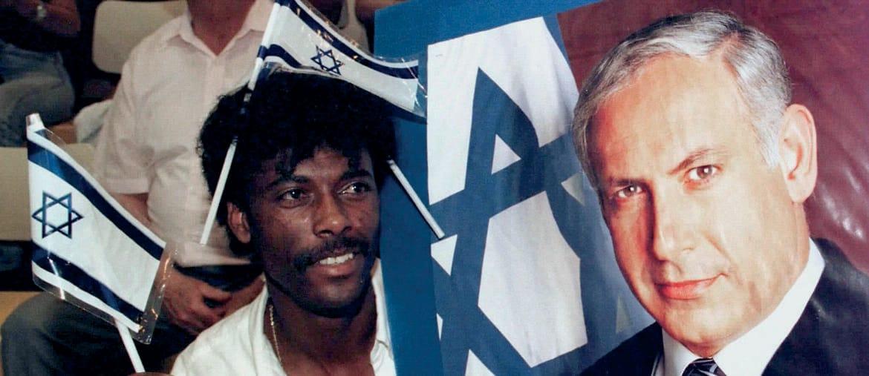 Nel 1996. Un etiope ebreo (un «falasha)  nella campagna che portò Netanyahu  a fare  il premier, 23 anni fa