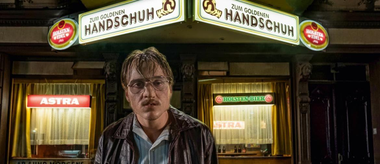 Una scena del film «The Golden Glove» diFatih Akin in concorso al Festival di Beglino