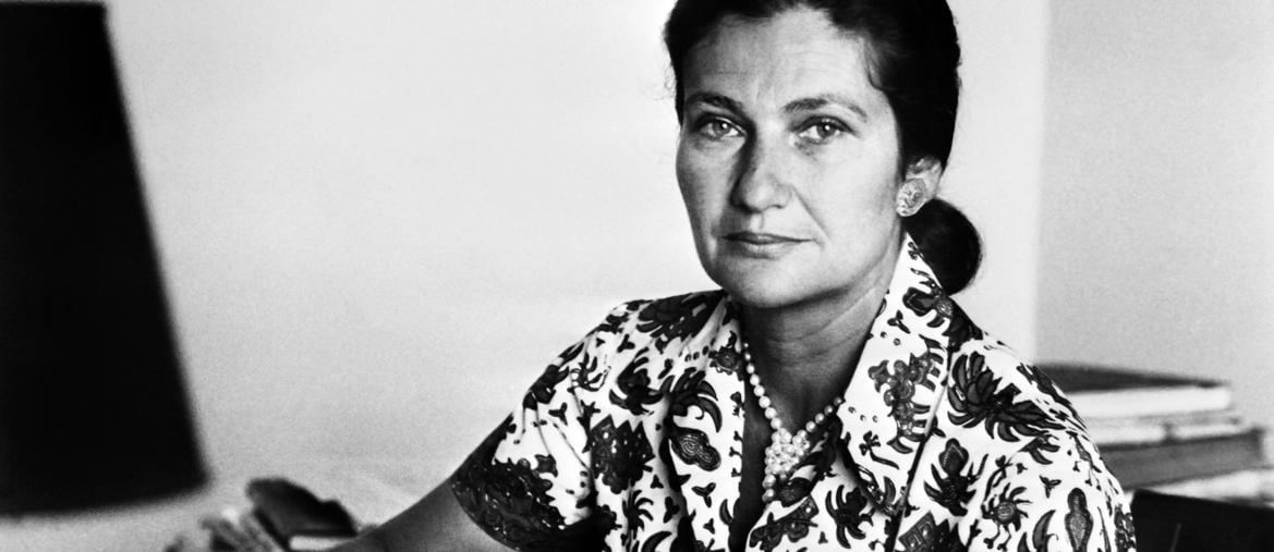 Simone Veil nei primi anni 70, quando era ministro della Sanità in Francia. Nel 1979 sarebbe diventata la prima presidente del Parlamento europeo