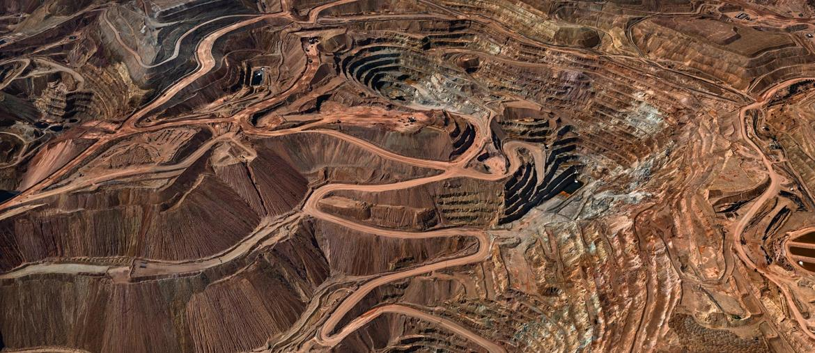 Edward Burtynsky, Tyrone Mine #3, Silver City, New Mexico, USA 2012, photo © Edward Burtynsky, courtesy Admira Photography, Milan / Nicholas Metivier Gallery, Toronto