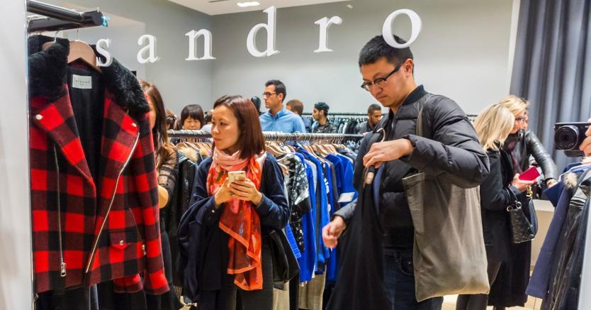 taglia 40 c79e9 631be Il brand Sandro Paris punta sullo shopping dei turisti a ...
