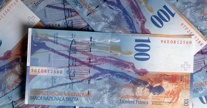 versare franchi svizzeri in italia