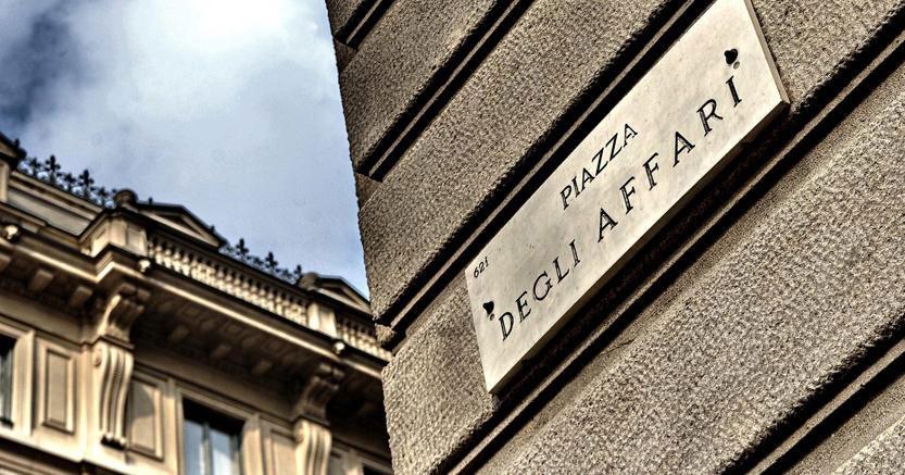 Le banche piegano piazza affari spread a 300 punti oggi for Mercati oggi a milano