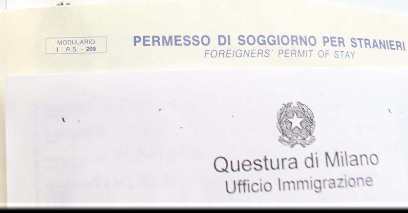 Stangata sui permessi di soggiorno, aumenti fino a 100 euro ...