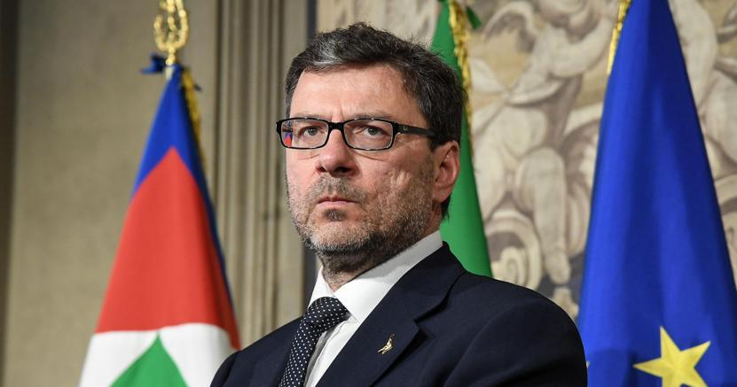 Giancarlo Giorgetti ha accompagnato il leader della Lega Matteo Salvini a Quirinale per le consultazioni in vista della formazione del governo