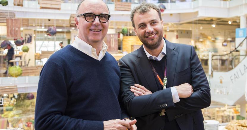 Il presidente esecutivo di Eataly, Andrea Guerra  e l'ad Francesco Farinetti (Ansa)