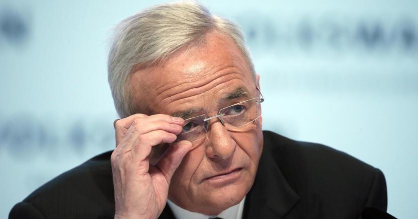 L'ex ceo di Volkswagen, Martin Winterkorn , rischia  di perdere la sua fortuna per risarcimento danni e 25 anni di carcere Usa (Epa)