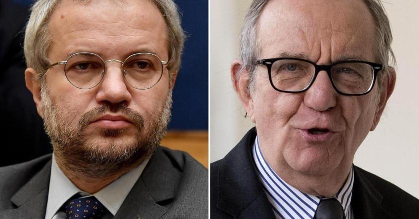 Claudio Borghi della Lega Nord e il ministro dell'Economia Pier Carlo Padoan