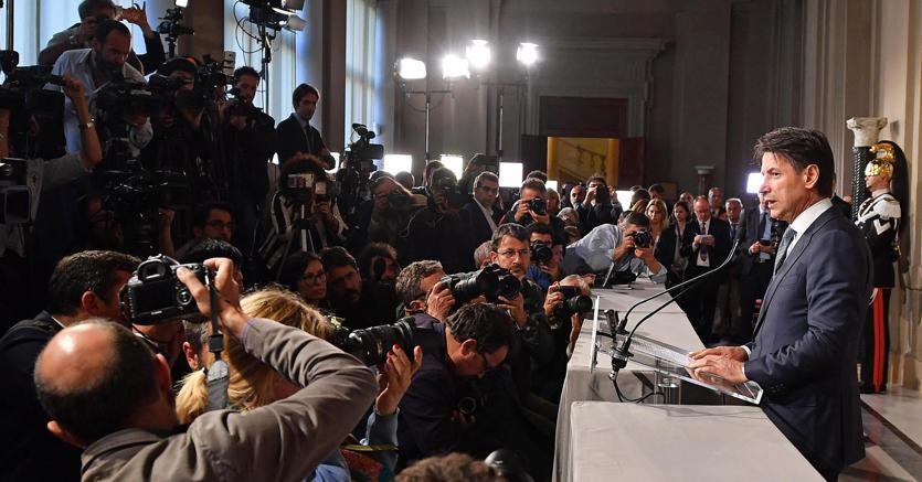 Il discorso del premier incaricato Giuseppe Conte, al termine dell'incontro con il capo dello Stato Sergio Mattarella (foto Ansa)