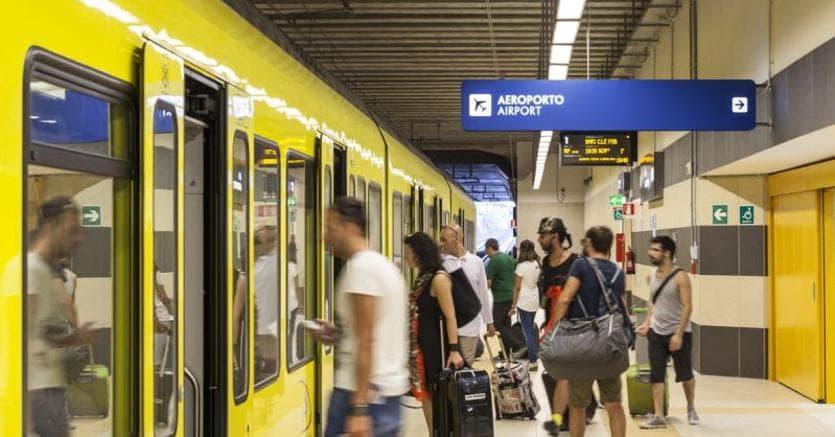 """Bari. Il collegamento ferroviario tra l'aeroporto """"Karol Wojtyła"""" e la stazione ferroviaria centrale. Cofinanziata dall'UE, la ferrovia migliora anche i collegamenti con altri centri urbani all'interno dell'area metropolitana di Bari"""