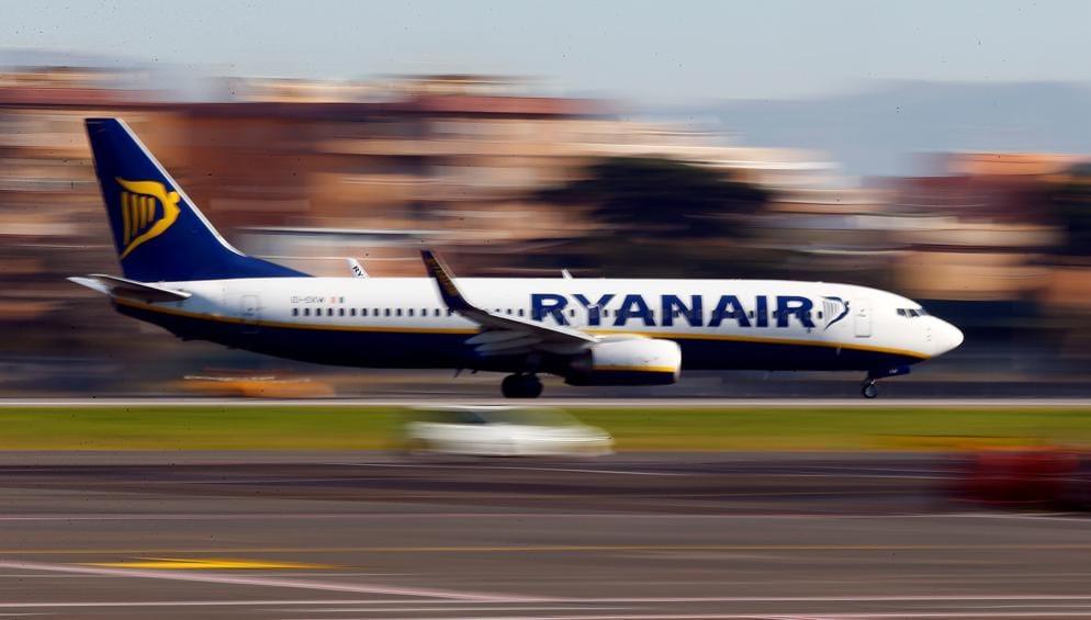 L'Antitrust ha ridotto a 1,8 milioni la multa a Ryanair per i volti cancellati (Reuters)