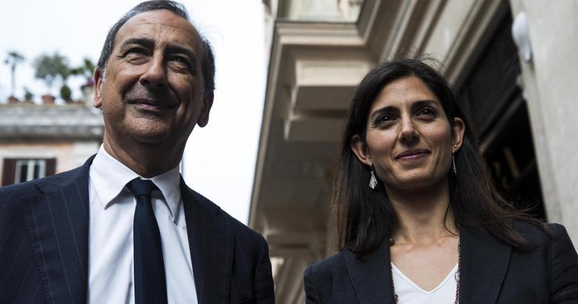 Il sindaco di Milano Beppe Salca con la collega di Roma Virginia Raggi (Ansa)
